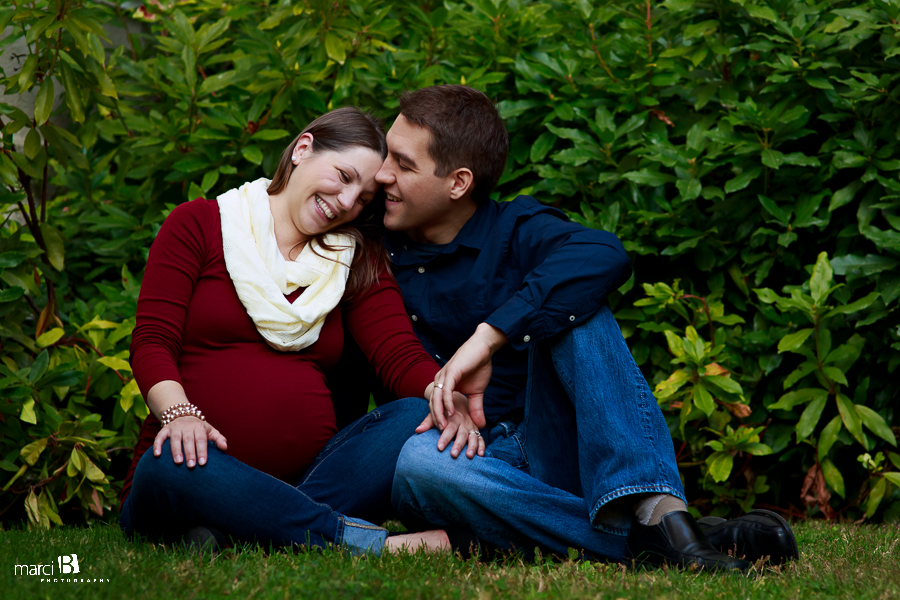 Corvallis, Oregon maternity photography - Oregon State University - OSU - fall colors - Corvallis, OR photographer