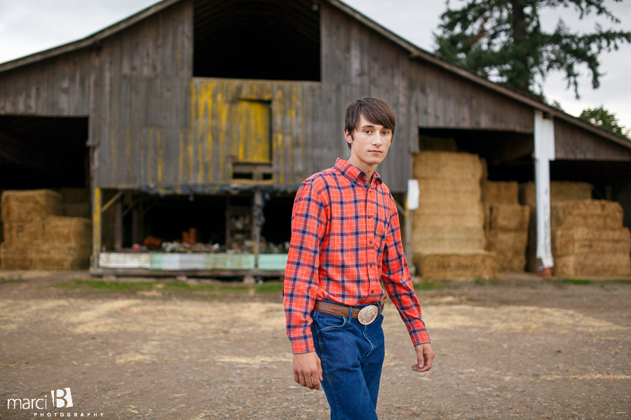 Corvallis senior portrait photography - barn - farm