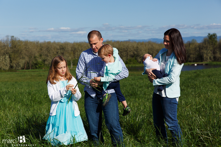 Corvallis Family Photographer - family picture - Finley Wildlife Refuge