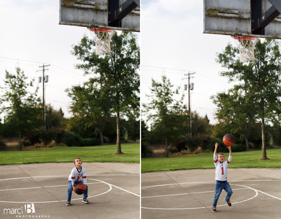 pictures of family playing together - family photos - corvallis photographer - sunset park - playing basketball