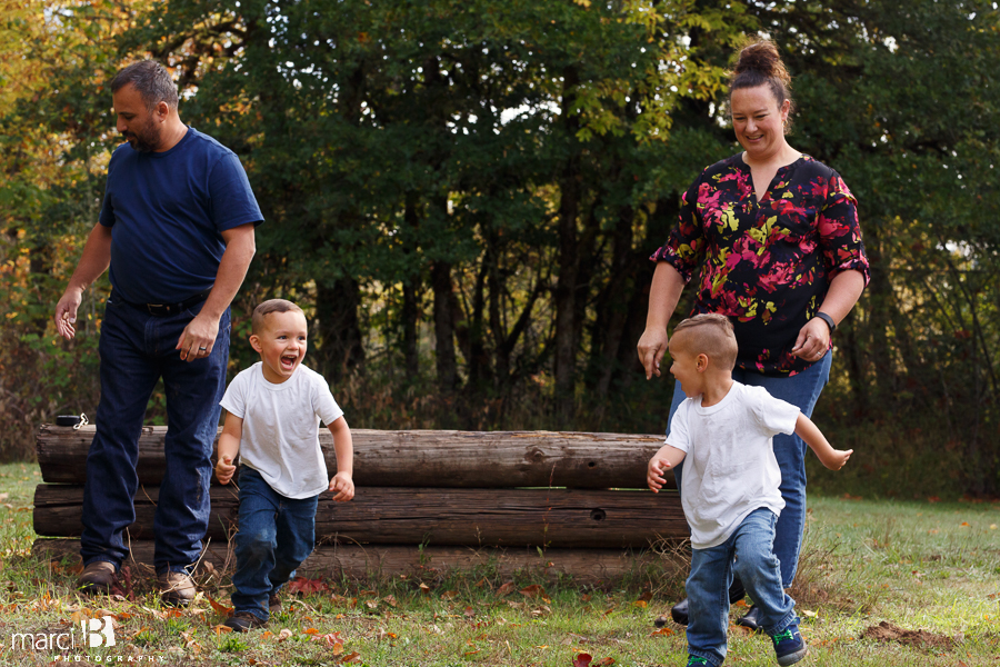 fall family photos - Corvallis photography - family photographer - photos of kids playing in leaves - boys in plaid