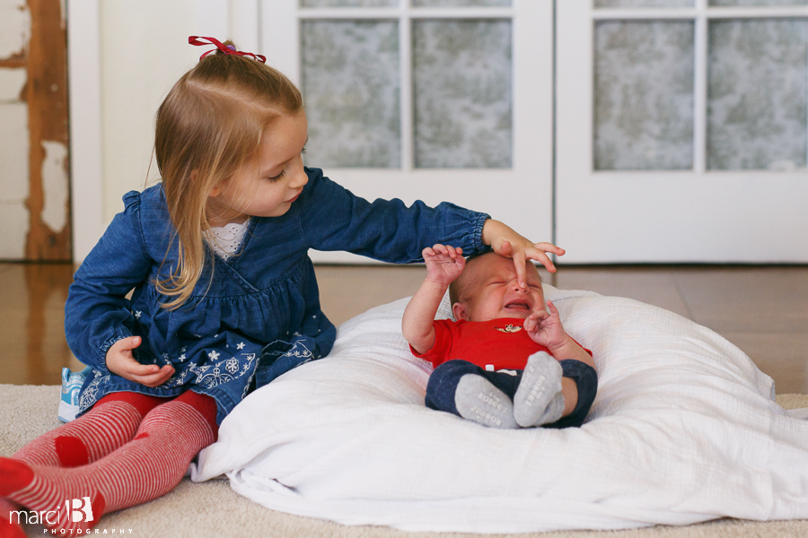 newborn photography - baby portraits - photos of newborn baby and siblings